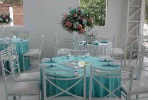 Mesas e cadeiras para eventos sociais